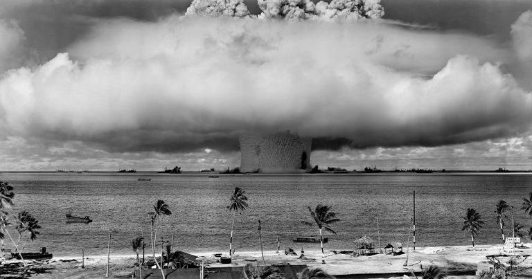 Nükleer Patlama Sonrası Mantar Şeklinde Duman Bulutu